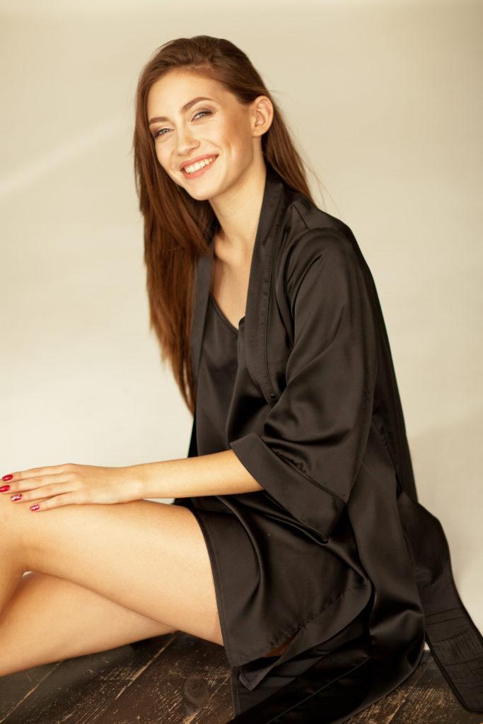 Черный шелковый халат