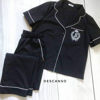 Черная хлопковая пижама с брюками.